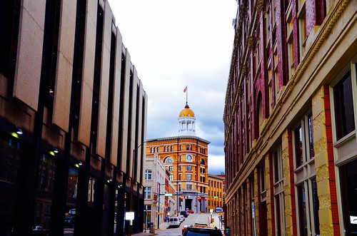 red white classic buildings gold flickr downtown tennessee americanflag brightcolors ornamental graysky 8thstreet chattanoogatn domebuilding