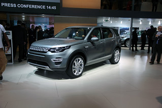 Land-Rover-2014-Discovery-Sport-01