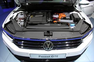 Volkswagen-Passat-GT-E-01