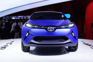 Toyota-CH-R-Concept-2014-04