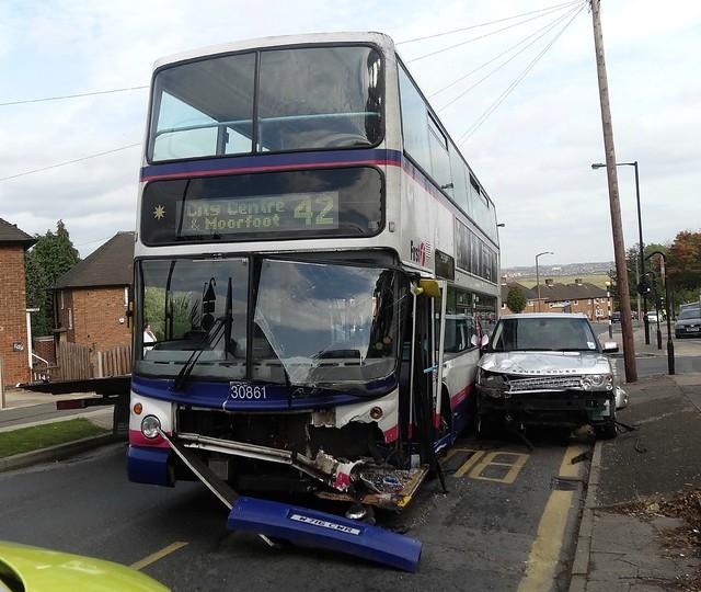 [26471] Hackenthorpe : Bus & Range Rover Collision
