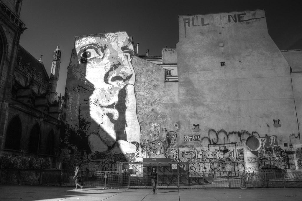 whisper in the secret Paris