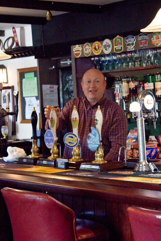 IMG_0473 Paul pulls first pint ICH