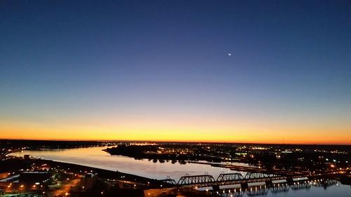 orange moon sunrise river mississippi dawn crescent quadcities