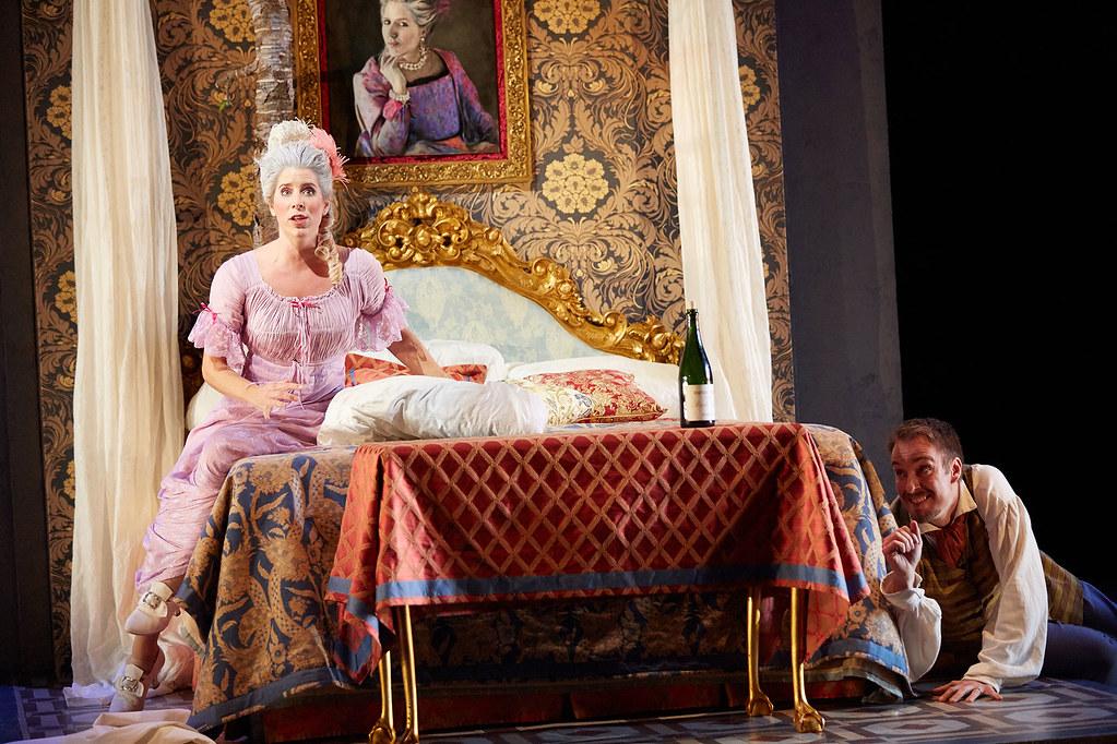 Lauren Fagan and Yuriy Yurchuk in La Scala di Seta © ROH.  Mark Douet, 2014