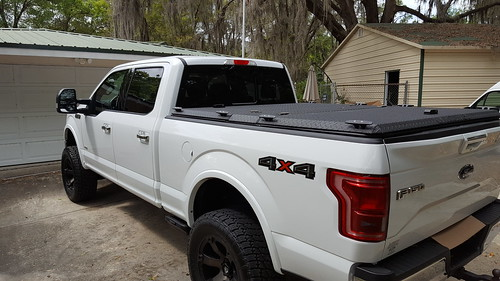 aluminum tonneaucover truckbedcover diamondback diamondplate pickuptruck whitetruck ruggedblack closed noaccessories ford f150 se s ff15 dr driveway driversidetaillightview liftedtruck 0015000001igdzdaan