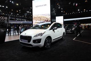 Peugeot-2014-3008-Hybrid-04