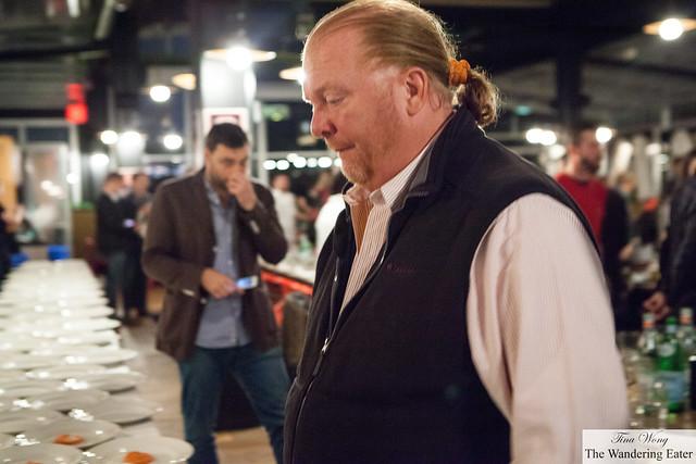 Chef Mario Batali (co-owner of Eataly) watching Massimo Bottura e Lorenzo Cogo plating