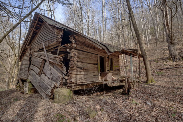 Abandoned log cabin, Jackson County, Tennessee
