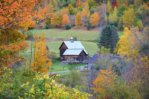 autumnfoliage vermont unitedstates fallfoliage lane woodstock cloudland autumncolor sleepyhollowfarm cloudlandlane