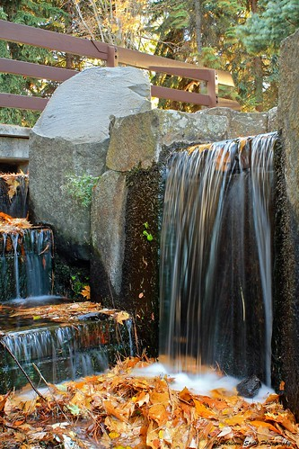 fall leaves waterfall washington spokane riverfrontpark