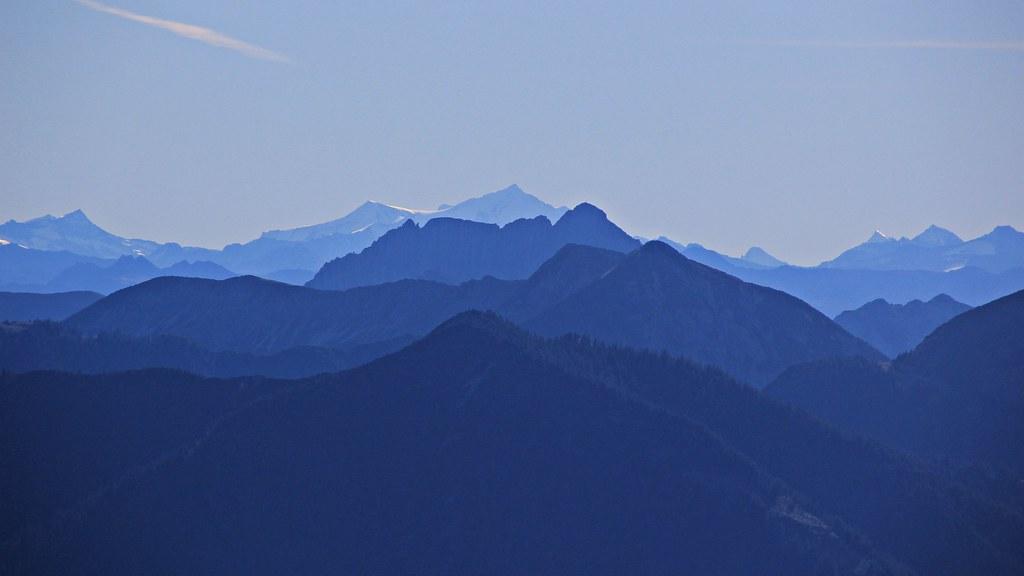 Die Lama- und Hundezucht vom Blauen Berg befindet sich am Südhang des.