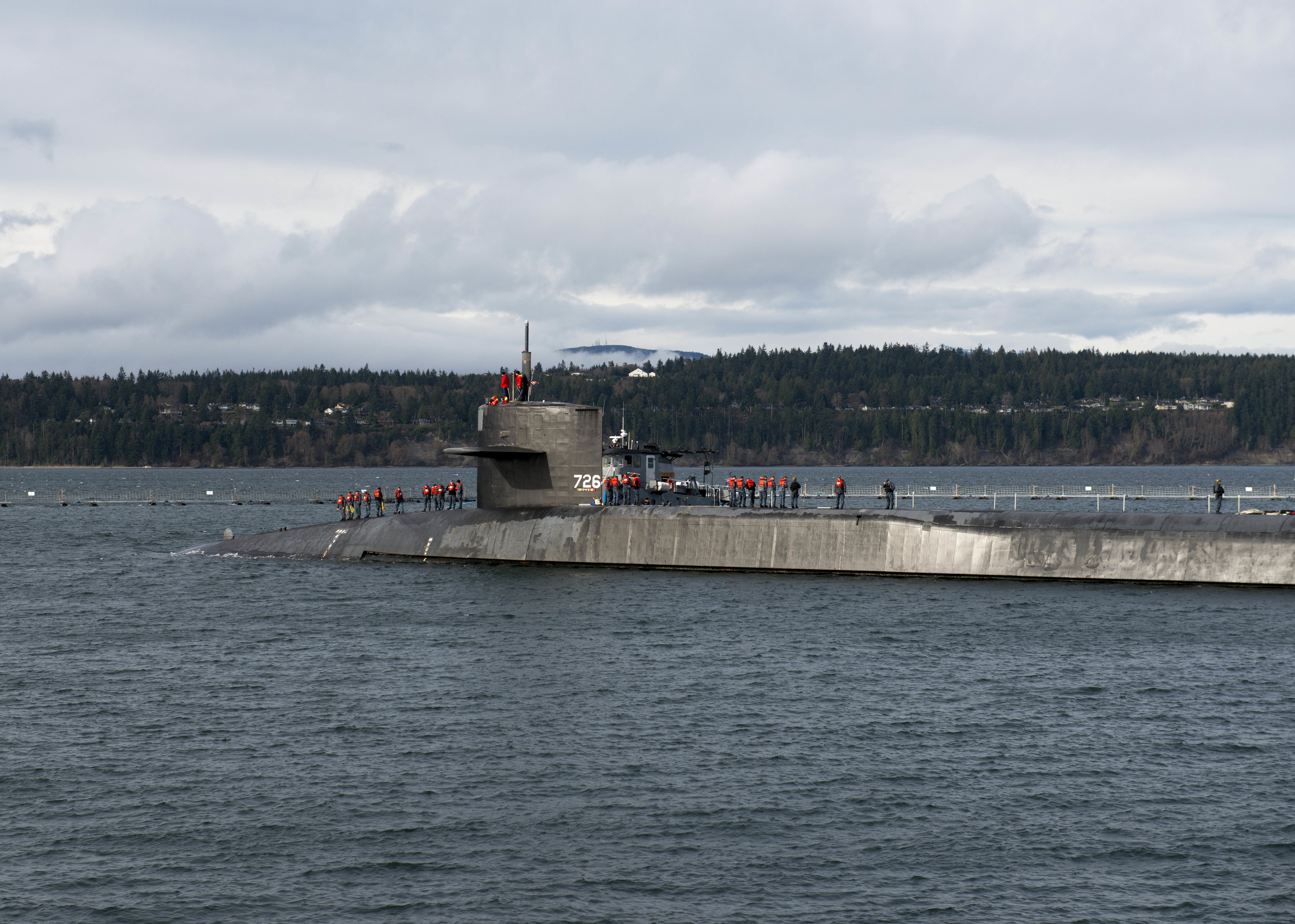 The guided-missile submarine USS Ohio (SSGN 726) arrives at