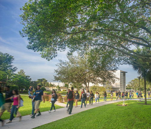 Student Walk at FIU | by emerille