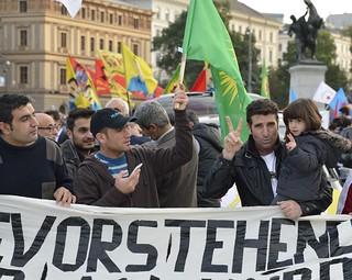 Kurdische Demo für #Kobane in #Wien #isis #is | by daniel-weber