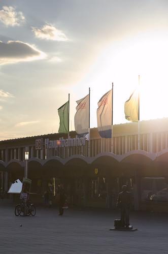 sunset summer sun station nikon sonnenuntergang sommer central hauptbahnhof sonne flaggen 2470 2470mm28 d7000
