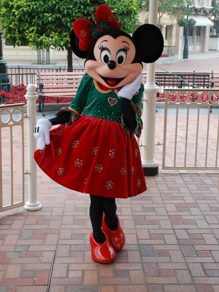 Christmas Minnie Mouse Disneyland.Minnie Mouse In Her Christmas Attire At Disneyland Resort