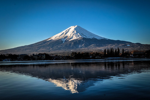 japan japanese yamanashi kawaguchi lake kawaguchilake reflection waterreflection water morning mountain mount fuji mountfuji d5000 nikon nikond5000 河口湖 kawaguchiko 富士山 山梨県 日本 blue bluesky nature beautiful snowcapped blueazul natur sunrise