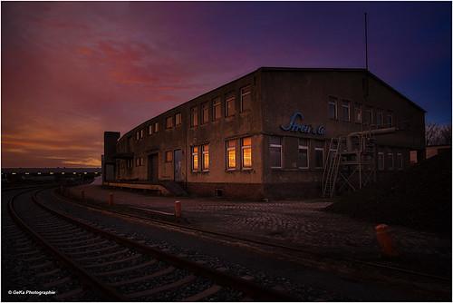 gekaphoto braunschweig niedersachsen deutschland hafen marode marodes lostplace sonnenuntergang sunset sundown himmel wolken spiegelung architektur gebäude industrie