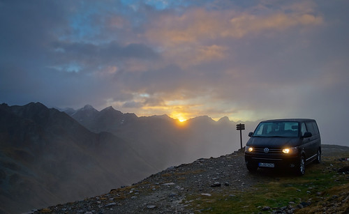alps vw volkswagen italia nebel sony t5 alpen sonnenaufgang südtirol multivan timmelsjoch rx100