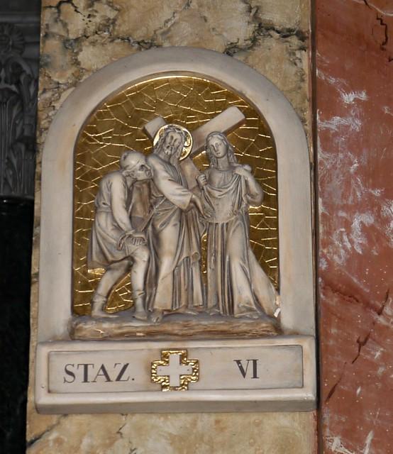 Rome, Italie: église Santa Maria della Scala dans le Trastevere, et Jésus porte la croix avec aisance et semble poser pour la photo.