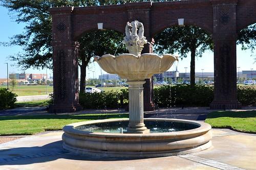 white fountain texas sugarland telfair southeastcorner universityblvd stonefountain architecturalfolly ahobblingaday telfairave classicaldolphins wescottave showemwhoyouare