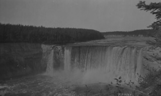 Alexandra Falls, Hay River, Northwest Territories / Chutes Alexandra, Hay River (Territoires du Nord-Ouest)