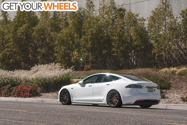 Tesla Model S - Avant Garde M621