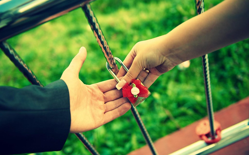 Love Couple Lock Together Forever Hd Wallpaper Stylish H Flickr
