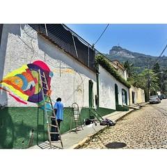 Graffiti de hj aos Pés do Cristo  perfeito! #graffiti #rio #Cristo #corcovado #cosmevelho #vida #abençoado