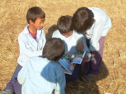 4 kids reading