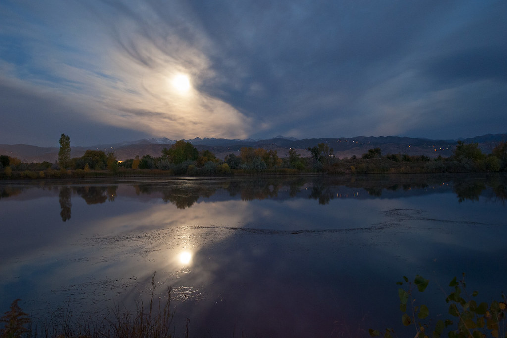 Moonset over the Indian Peaks