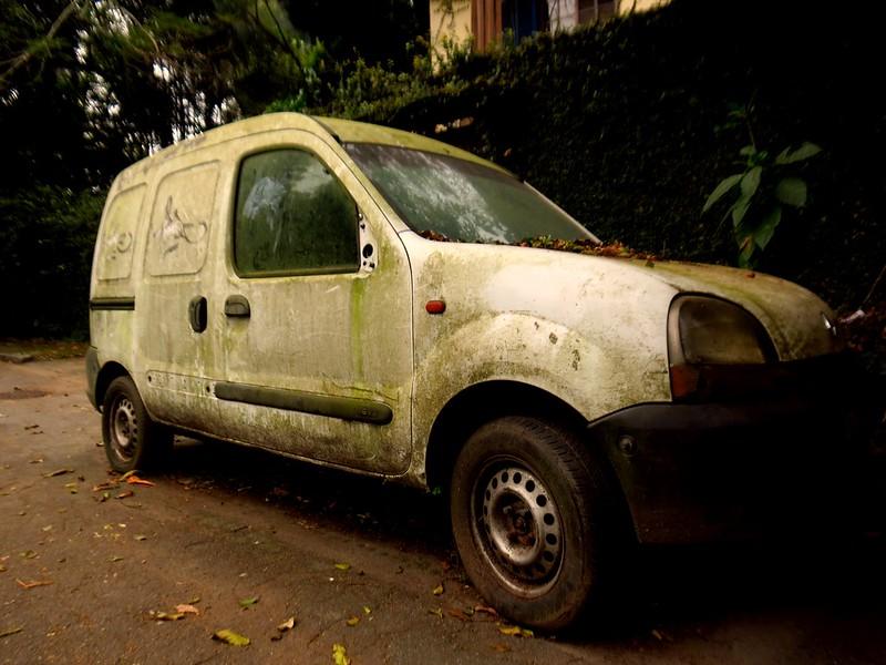 A natureza reclama o que é seu  #carro #carroabandonado #limo #umidade