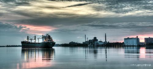 skyline sunrise downtown ship michigan detroit riverfront detroitriver riverwalk