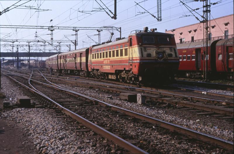 7507 Old Delhi station 25 november 1990 by peter_schoeber
