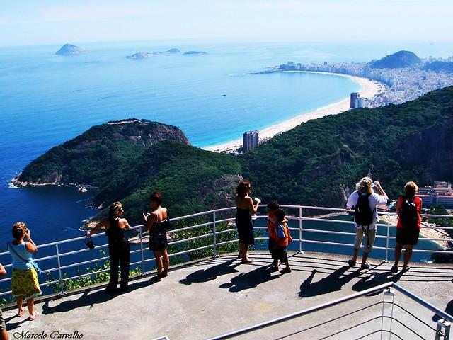 Foto clicada no Pão de Açúcar, com a Praia de Copacabana ao fundo