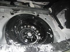 Limpieza maletero, pintura derramada. Nissan Qashqai. Antes