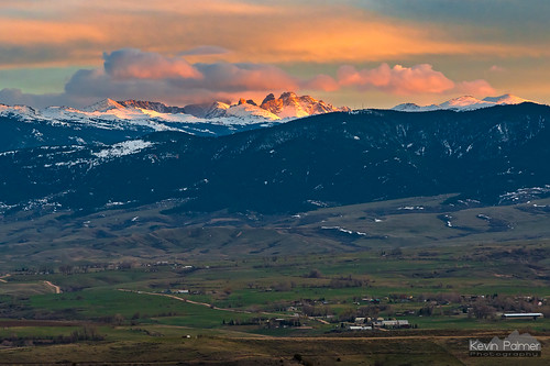 soldierridge sheridan wyoming april spring evening sunset color colorful clouds nikond750 bighornmountains orange gold golden yellow pink nikon180mmf28 blacktoothmountain cloudpeak snow snowcapped beckton foothills hills telephoto