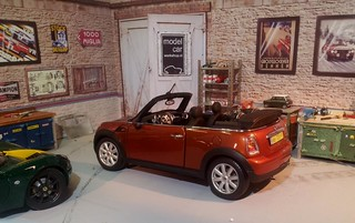 Mini Cooper Cabrio Orange 1:18 | by www.MODELCARWORKSHOP.nl
