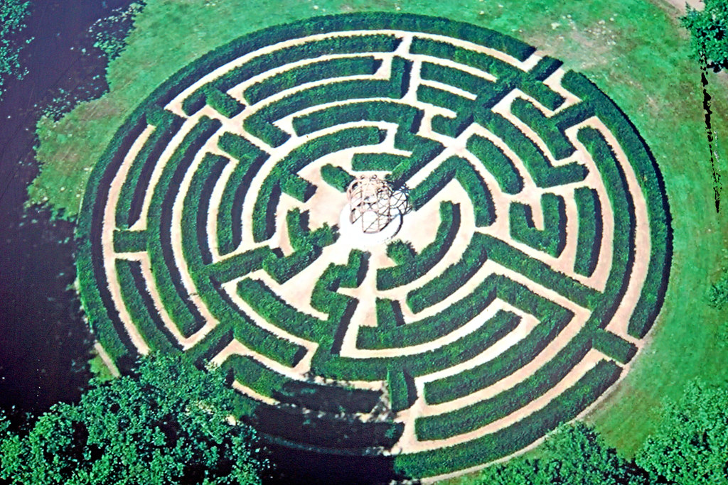 France-001675 - Maze