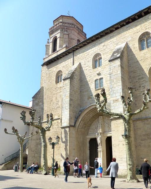 Quel est ce lieu? L'église Saint Jean Baptiste à Saint-Jean-de-Luz, où se sont mariés  Louis XIV et l'infante d'Espagne