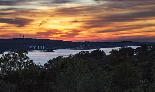 sunset clouds glow lake lakeozark lakeoftheozarks ozarks camdencounty missouri mo landscape scene scenery water evening fall october2016 stevefrazierphotgraphy orange red yellow blue silhouette beautiful stevefrazierphotography autofocus