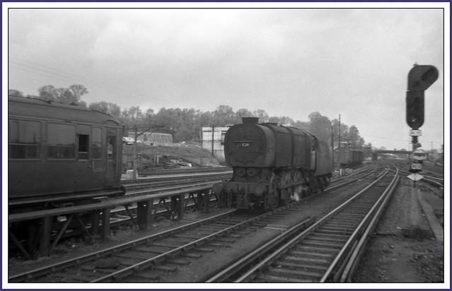 Circa 1965 33026 & S120865 (2 Bil Unit) at Guildford
