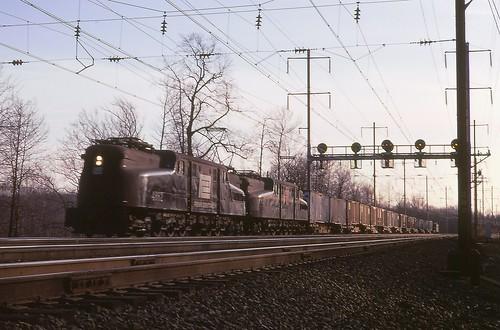 pc gg1 prr northeastcorridor flexivan pennsylvaniarailroad electriclocomotive penncentral fallenflags copyrightminingcamper deansnj