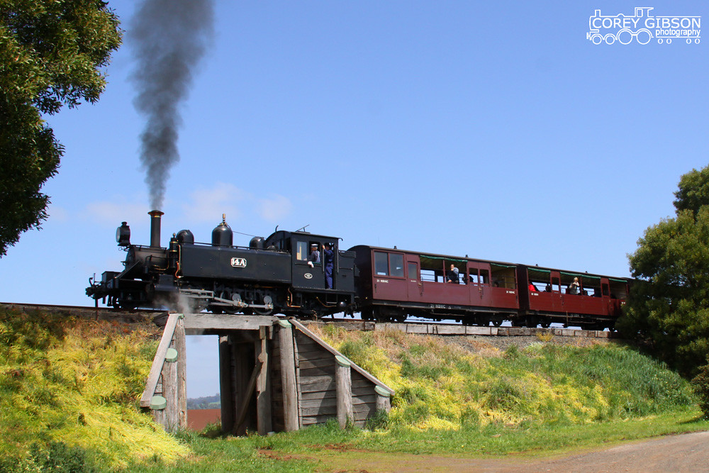 Puffing Billy Railway - 14A nears the top of Fielders bank by Corey Gibson