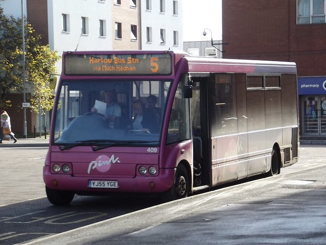 Unobus (Universitybus) Optare Solo YJ55 YGE (409) Harlow Bus Station 01/11/14