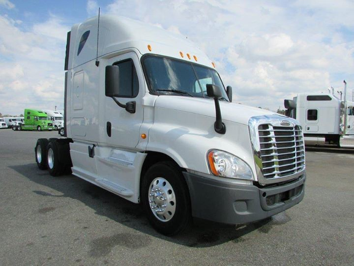 2013 Freightliner Cascadia ~ Detroit DD15 455 HP ~ 10 Spee… | Flickr
