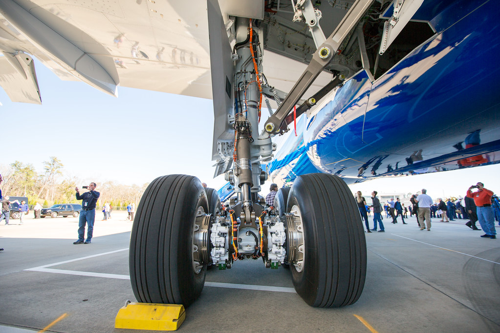 Boeing 787 receives flight control airworthiness directive