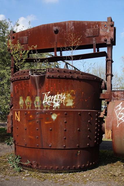 Bucket for liquid iron