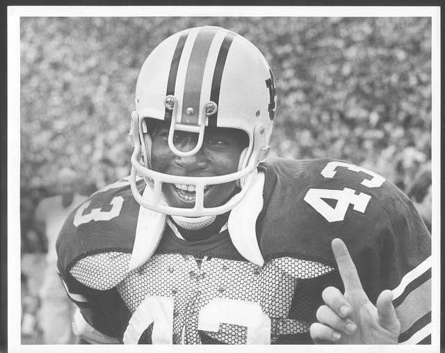 James Owens in an Auburn football uniform.